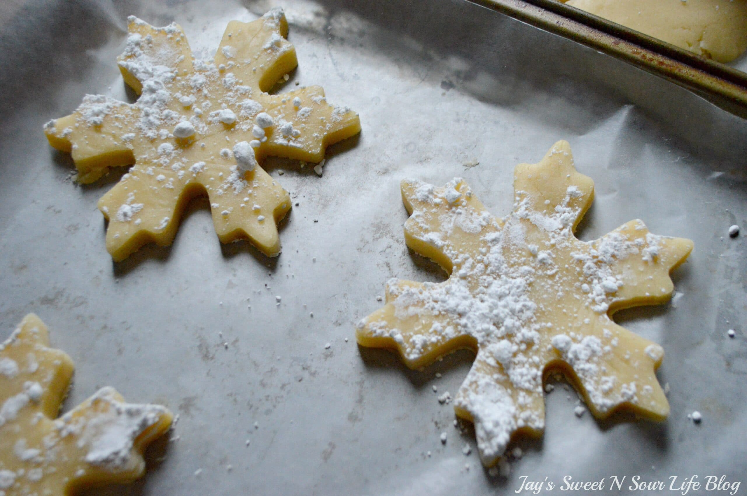 Santas milk and cookies latte Step 16. Treat Santa to his very own Santa's Milk and Cookies Latte, paired with a buttery snowflake cookie perfect for dipping. No milk frother needed, this delicious sugar cookie flavored latte and snowflake cookies make the perfect holiday treat duo.
