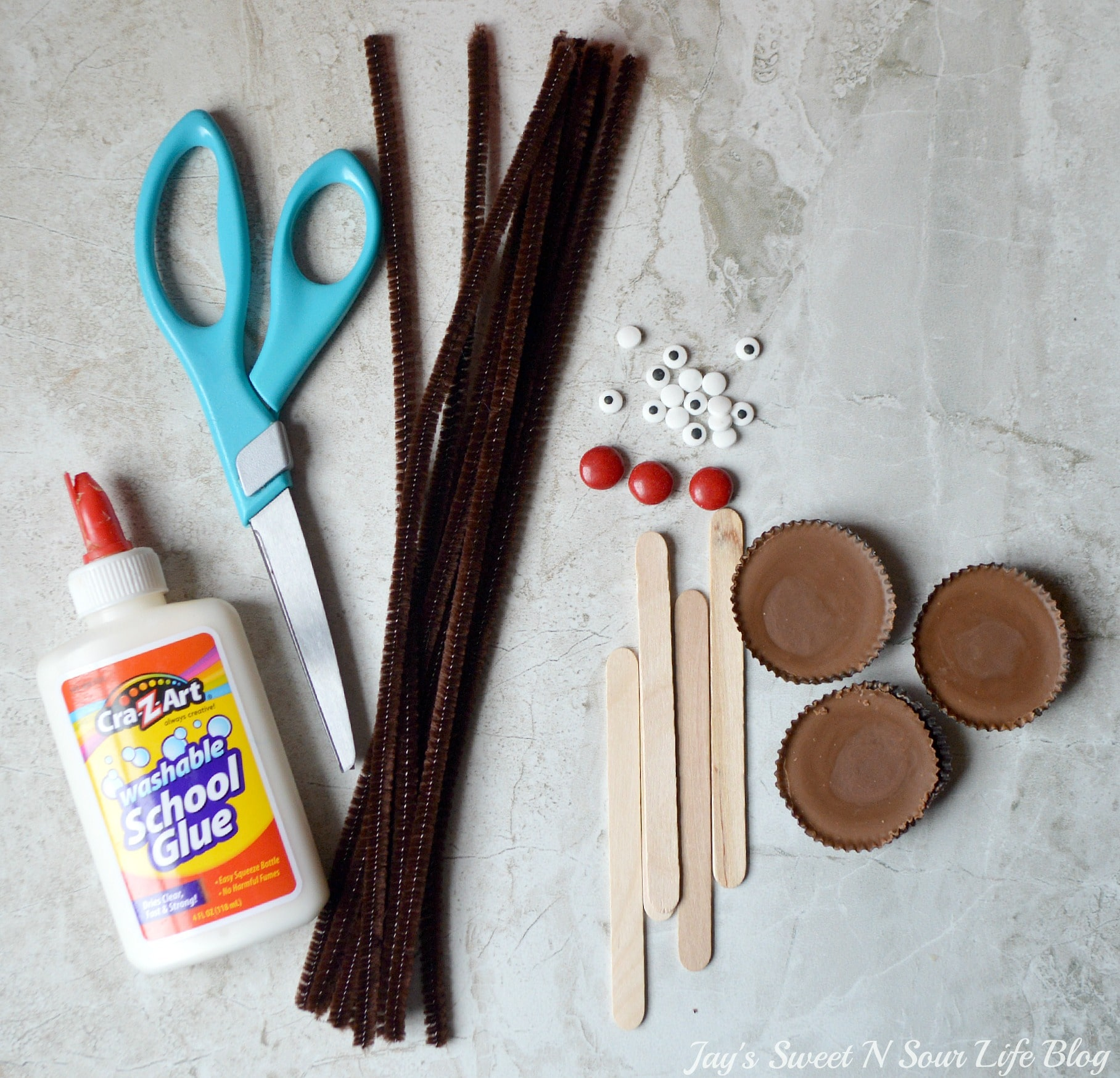 Edible Reindeer Supplies. Fun and easy to make, dash into the holiday season with an adorable Edible Rudolf. This Edible Christmas Craft is kid-friendly and perfect for holiday parties and gatherings.