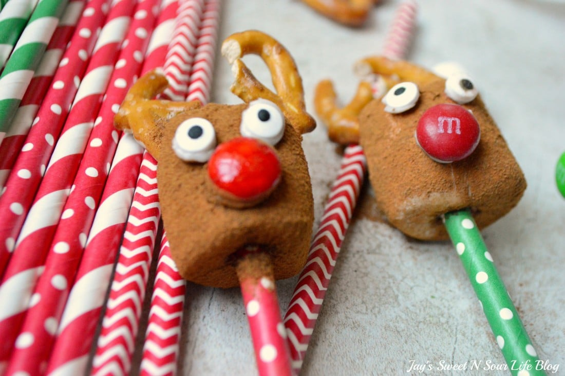 Insanely cute and festive Holiday Marshmallow Dippers, perfect for dipping into a warm cup of eggnog hot chocolate. Learn how to make these easy snowmen, reindeer, and gingerbread man marshmallow Dippers in just a few steps.
