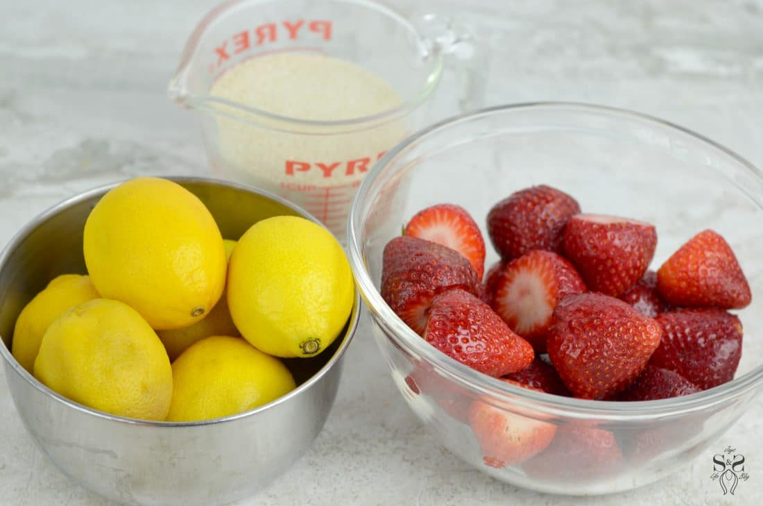 Strawberry Lemonade Step 1. Stop buying premade! Enjoy a freshly squeezed cup of Strawberry Lemonade on a warm sunny day, it's the perfect deliciously refreshing way to cool off. Everything tastes better homemade!