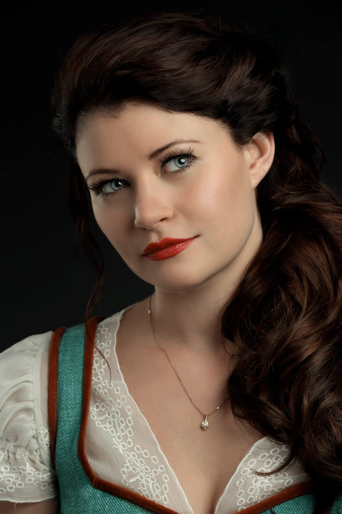 "ONCE UPON A TIME - ABC's ""Once Upon a Time"" stars Emilie de Ravin as Belle. (ABC/Bob D'Amico)"