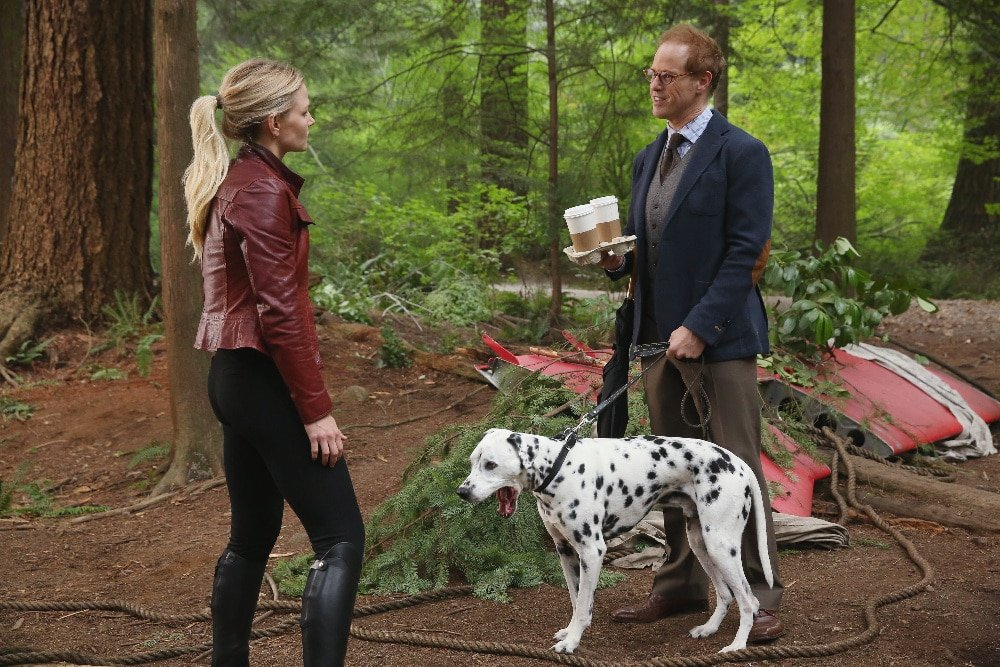 """ONCE UPON A TIME - """"The Savior"""" - As """"Once Upon a Time"""" returns to ABC for its sixth season, SUNDAY, SEPTEMBER 25 (8:00-9:00 p.m. EDT), on the ABC Television Network, so does its classic villain-the Evil Queen. (ABC/Jack Rowand) JENNIFER MORRISON, RAPHAEL SBARGE"""