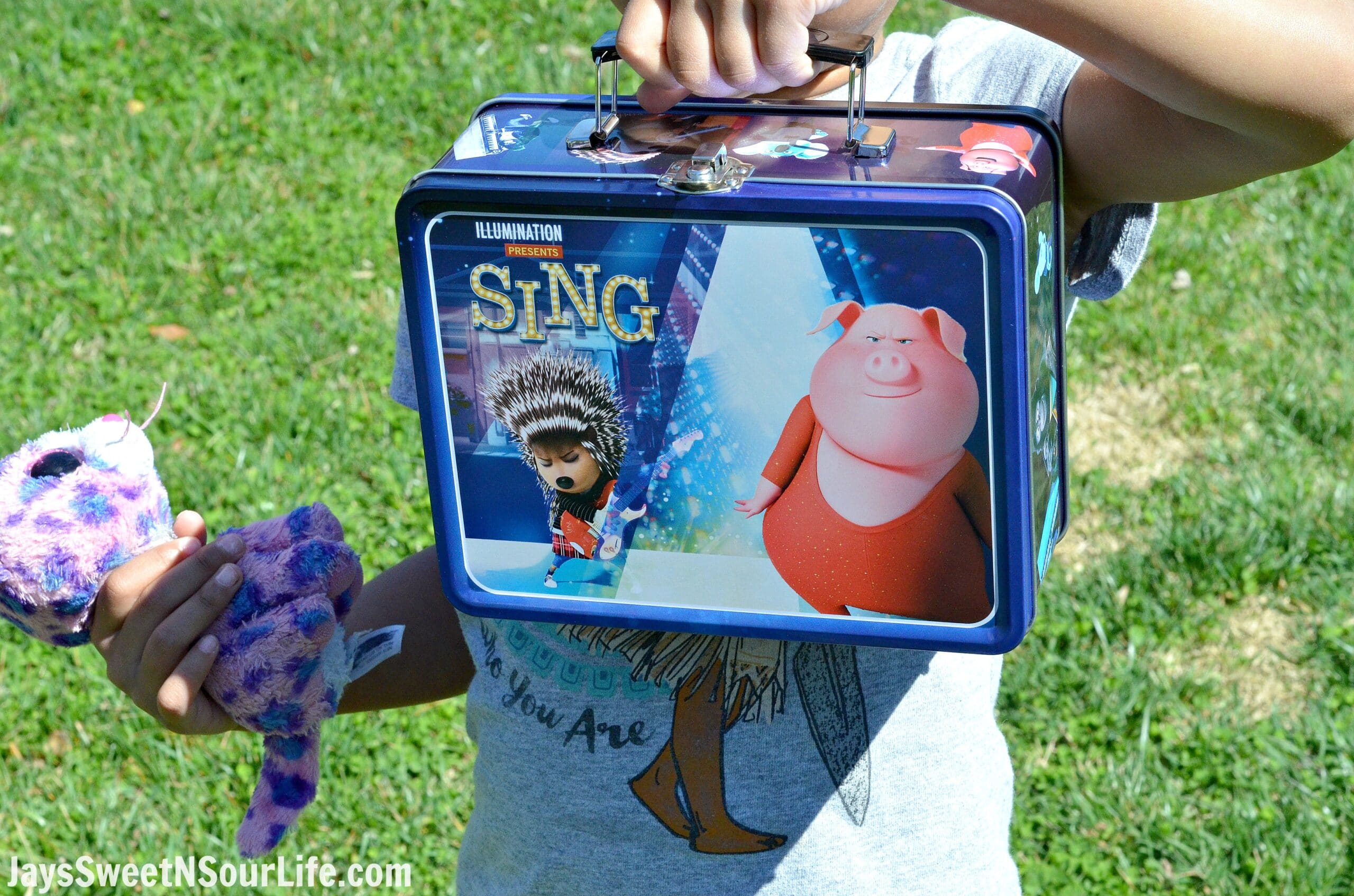 Today I am sharing some super cute Easter Basket Stuffer ideas! Grab this Movie Deal Plus Collectable Sing Movie Lunchbox to make an extra special Easter Basket for the kids.
