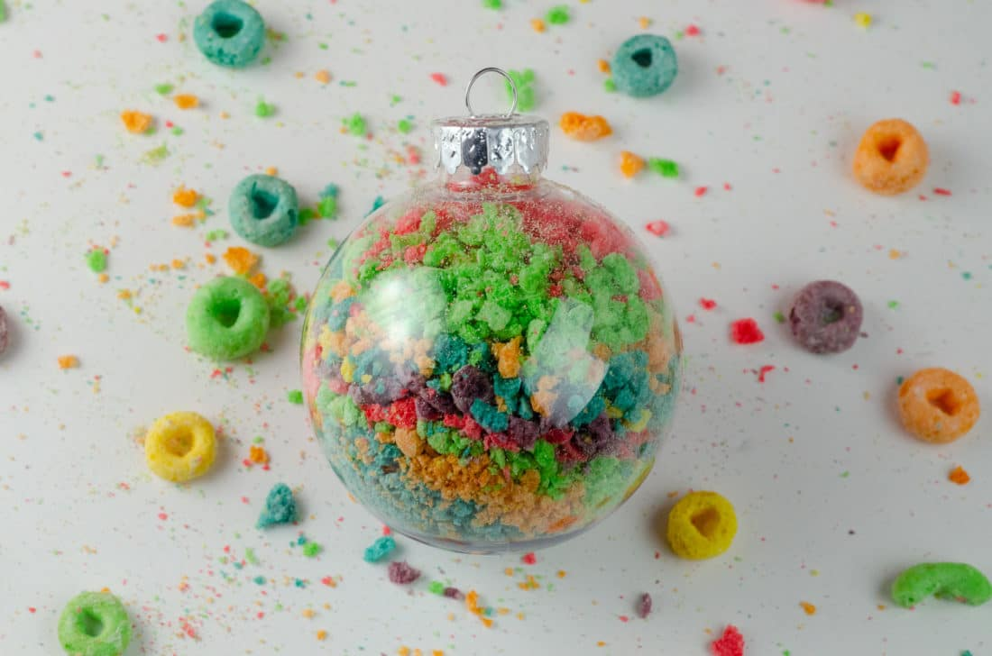 Christmas Ornament Ideas for Kids Using Cereal Abstract Art Ornament closeup. It's time to let the kids be the boss for this new kid-friendlyChristmas DIY. Rethink Cereal with somr my Christmas Ornament Ideas for Kids Using Cereal.