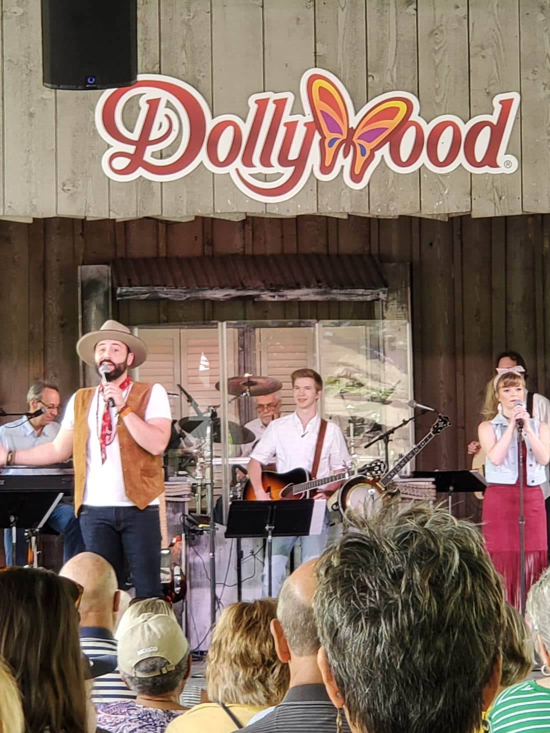 Dollywood Live Entertainment. My family spent the day playing and eating at the Dollywood theme park, and we are happy to report we had a blast! Read all about our trip and learn why Dollwood is a must visit destination while you are in Pigeon Forge, TN.