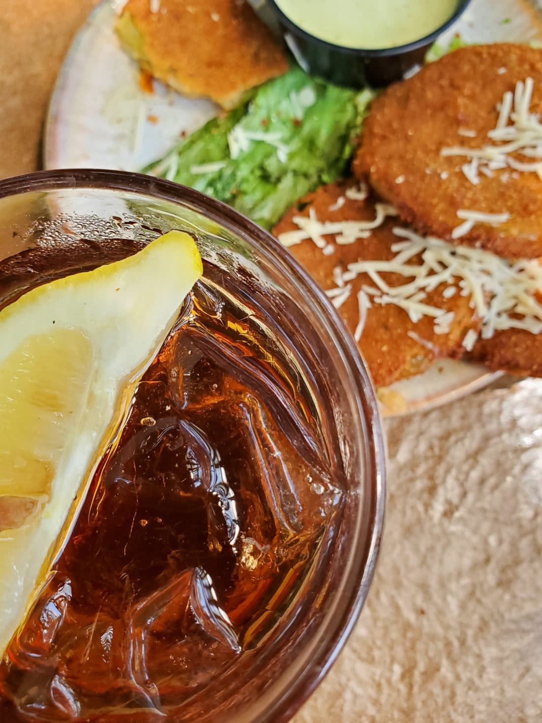 Pottery House Cafe Iced Tea. The Pottery House Cafe serves freshly made sandwiches, salads, and hearty entrees on dishes created by our potters right next door. Read my full review which includes photos of this beautiful and delicious location in Pigeon Forge, TN.