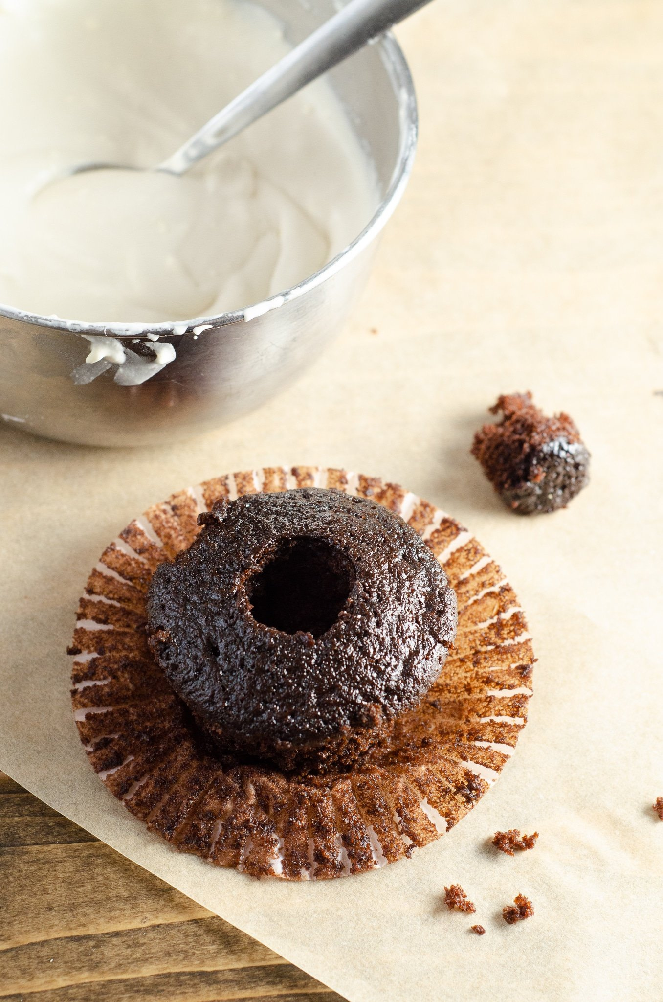 Chocolate Cupcake With Creme Filling. Sink your teeth into a childhood favorite cupcake that is as easy to bake as it is to eat. My Chocolate cupcakes with Chocolate Buttercream frosting and marshmallow creme filling will make the kid in you cheer.