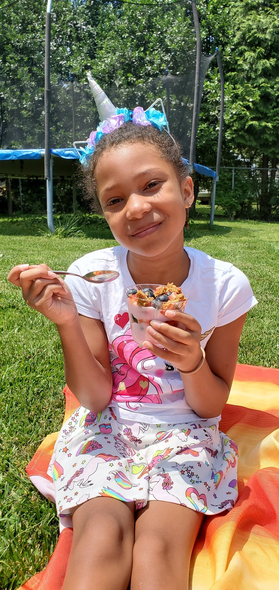 Backyard Picnic with Yoplait Esuun Happy. Grab your picnic baskets! It's time to host your very own backyard picnic featuring the foods your family loves. No need to leave home for this bunch of fun, just pick a date and then prep your picnic baskets.