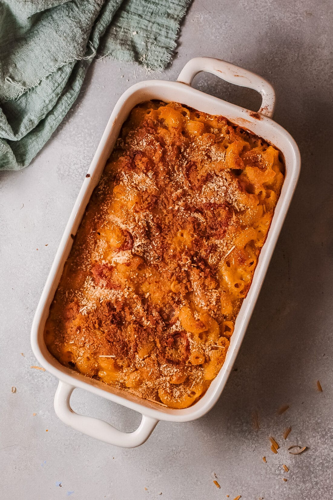 Baked Pumpkin Mac and Cheese In Pan. This Easy Baked Pumpkin Mac and Cheese is ultra-creamy, perfectly cheesy, and gooey. Topped with a crispy parmesan breadcrumb crust it's the perfect fall dish for the whole family.