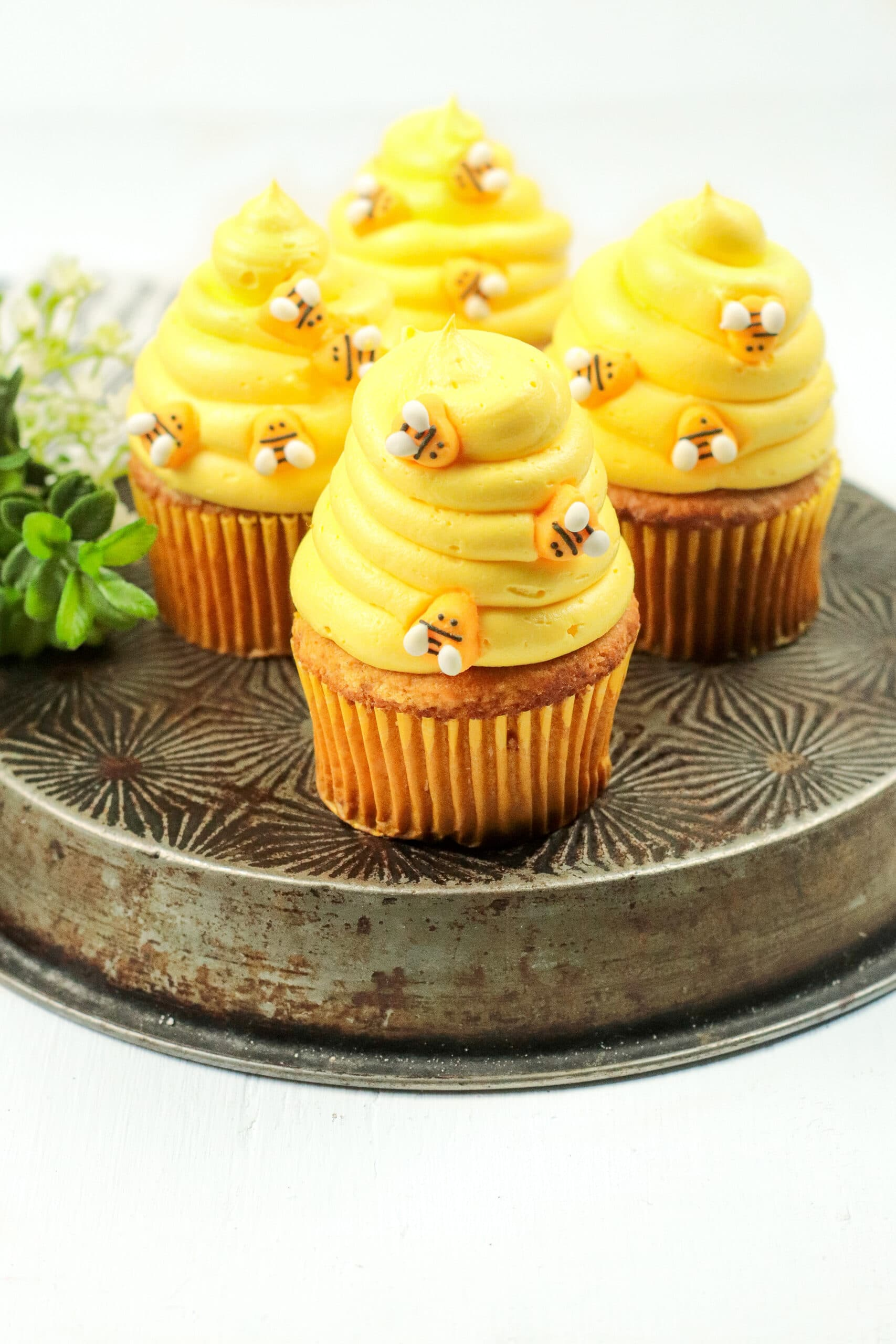 Bumblebee Honey Cupcakes with Honey Cream Cheese Frosting Pan. These Bumblebee Honey Cupcakes with Honey Cream Cheese Frosting are insanely delicious. Made with a touch of honey and cinnamon, these bumblebee inspired cupcakes are almost too cute to eat.