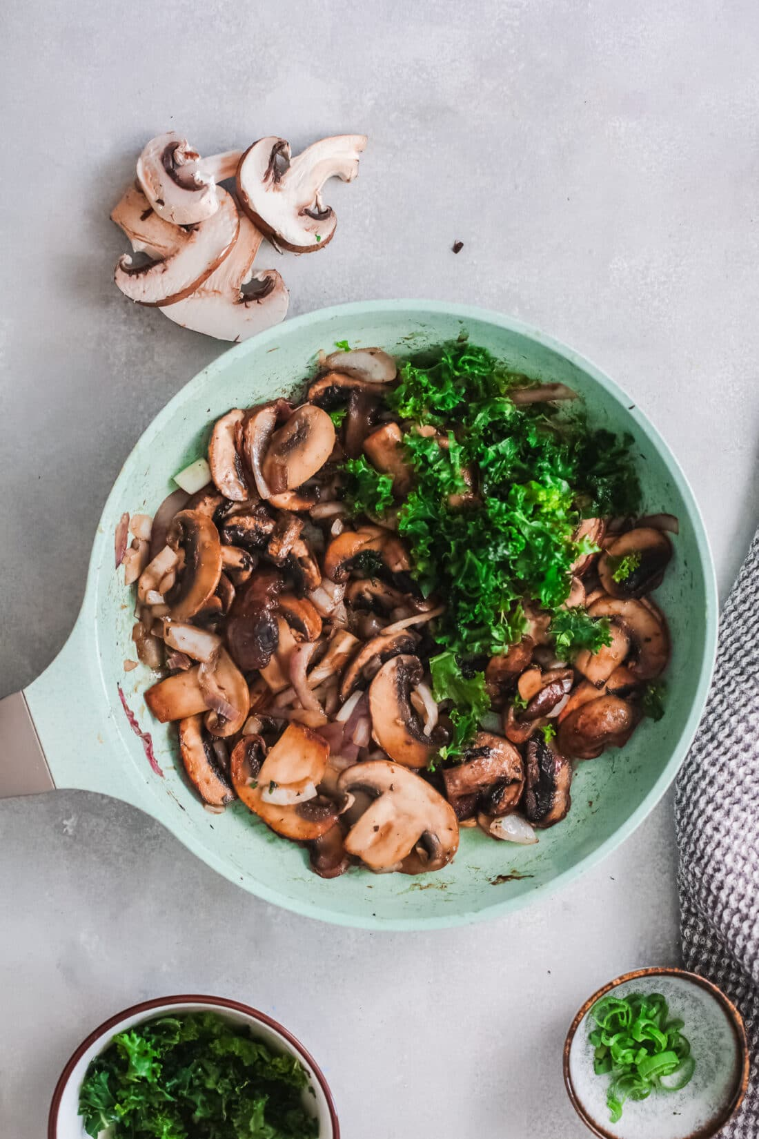 Vegetarian Korean Noodle Step 7. This simple and easy Vegetarian Korean Noodles dish is full of flavor and can be made in under 30 minutes. The Korean noodles are stir-fried in a savory sauce made with fresh vegetables such as mushrooms, red onion, ginger, garlic, and kale.