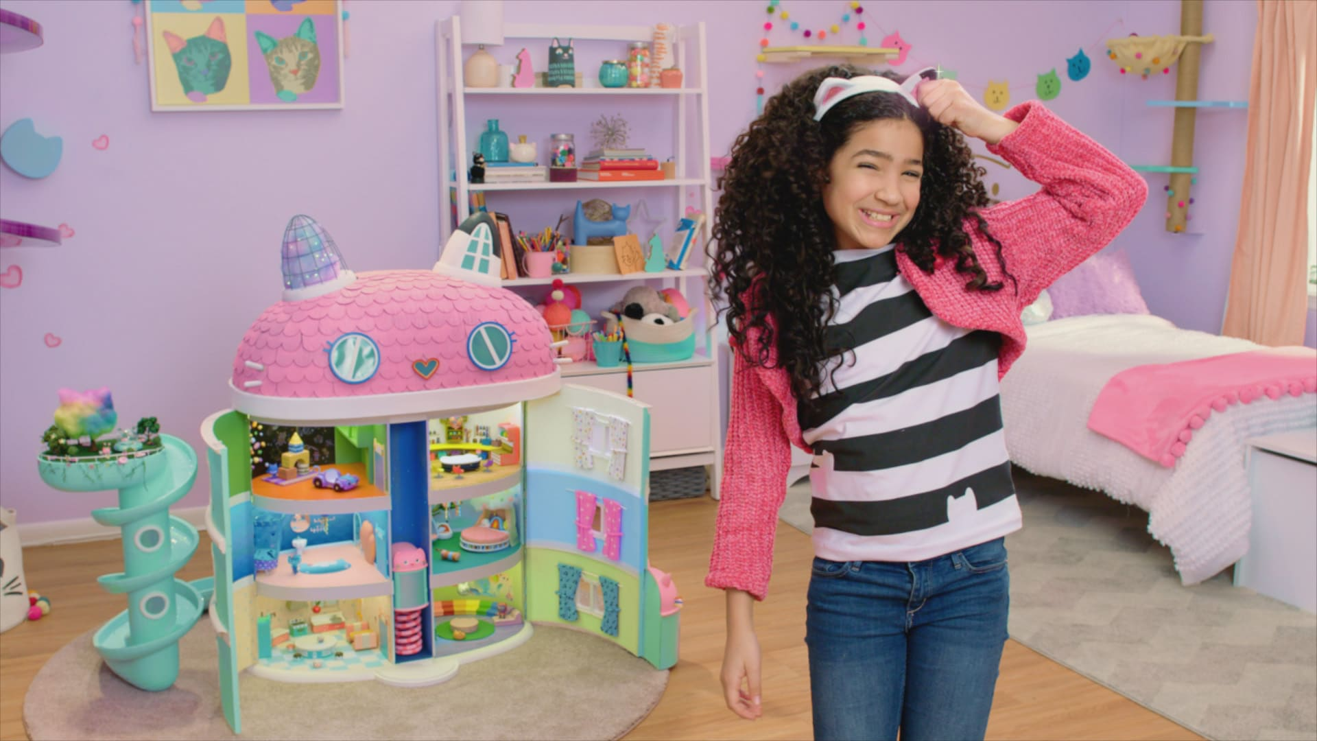 Dreamworks Gabby's Dollhouse. Welcome to Gabby's Dollhouse, the preschool show with a surprise inside! DreamWorks Gabby's Dollhouse unboxes a surprise before jumping into a fantastical animated world full of adorable cat characters that live inside Gabby's dollhouse. Any adventure can unfold when we play in Gabby's Dollhouse! Premiering on Netflix January 5th, 2021.