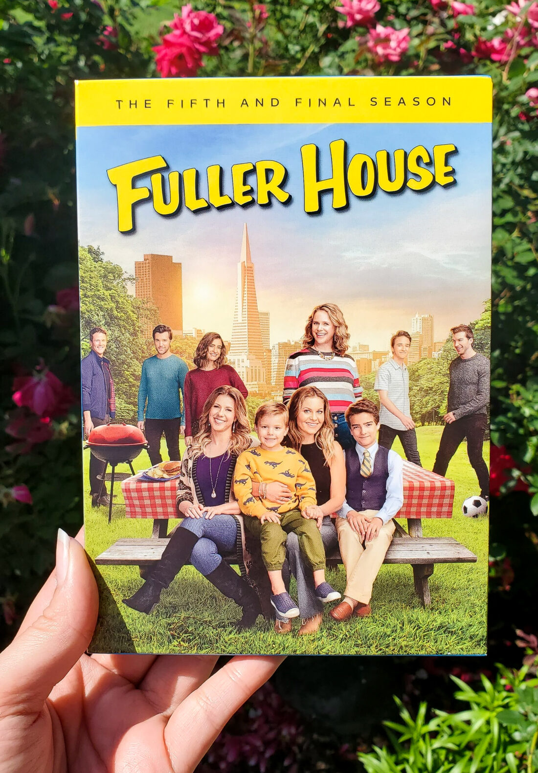 Get set for 18 hilarious new episodes, featuring guest appearances by the original Full House cast. Fuller House: The Complete Series, which includes all five seasons of the series, will be available for fans to own on Digital and DVD on June 8th.